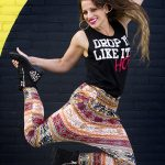 Danseres springt in de lucht
